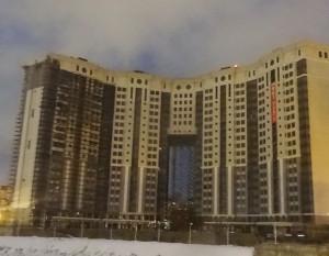 Центральная часть этого здания в Щелкове стоит на тангенциальных скользящих опорных частях